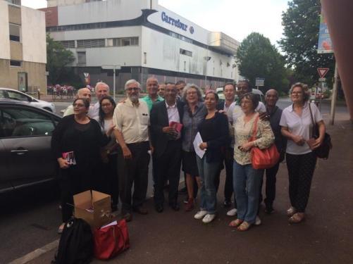 Distribution du programme à #Créteil ! Merci aux près de 100 militantes et militants mobilisés pour diffuser nos idées !