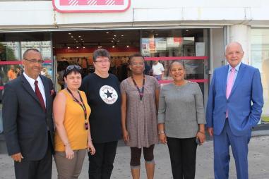Visite de soutien et de solidarité aux salarié.e.s du magasin Tati de Choisy-le-Roi dont les emplois sont aujourd'hui menacés.